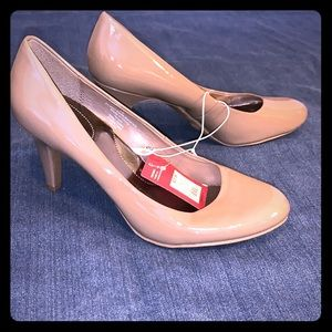 Brand New patent leather taupe pumps